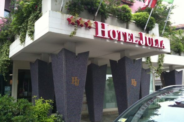 entrata hotel julia
